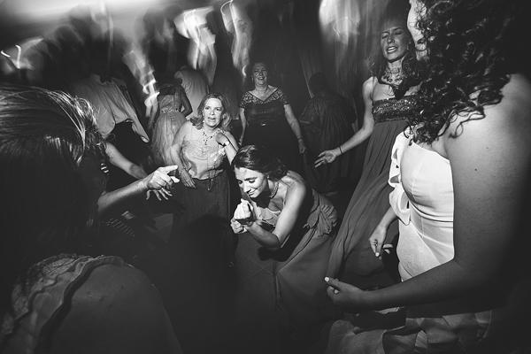 wedding-santorini-party-dance