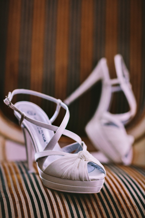 peep-toe-saten-bridal-shoes