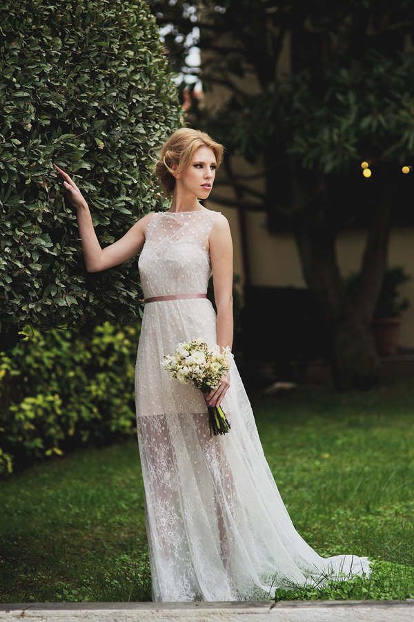 bridal-flowers-bride-white