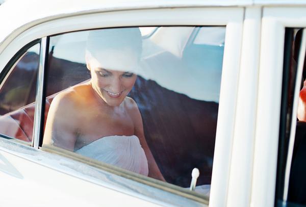 brides-arrival-church-car