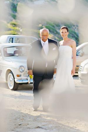brides-arrival-church