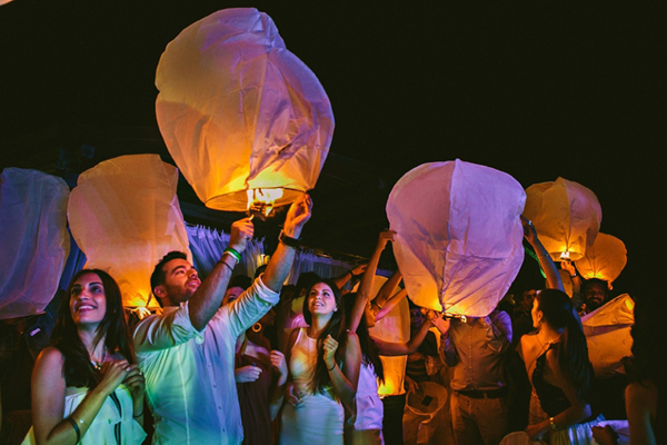 sky-lanterns-wedding