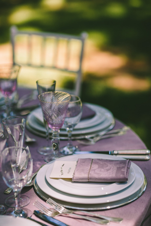 rustic-table-decorations-purple