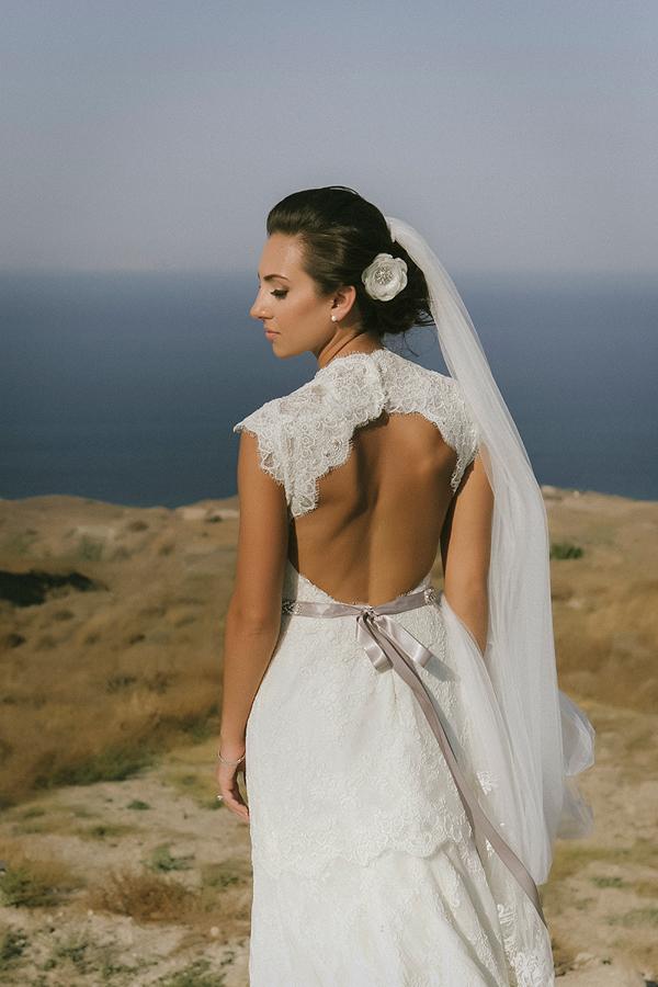 backless-wedding-dresses-monique-lhiulier