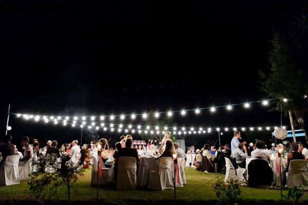 beach-wedding-reception