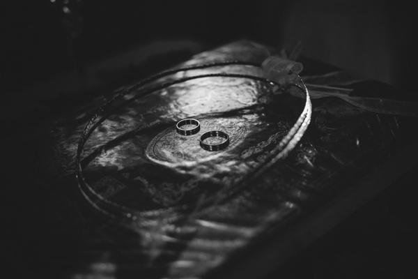 wedding-rings-photography-1
