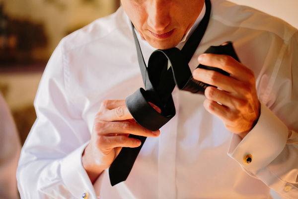 photography-groom-preparation