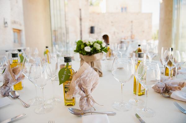 unique-wedding-favors-Bottles-of-Greek-olive-oil