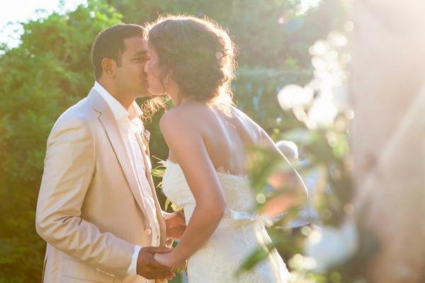 strapless-wedding-dress-Oscar-De-La-Renta