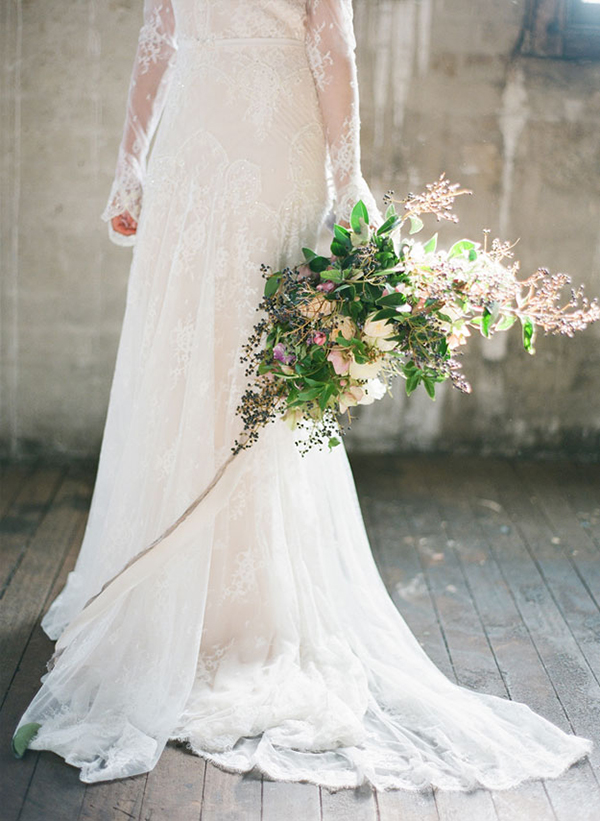 Inbal-Dror-wedding-dress-bridal-bouquet