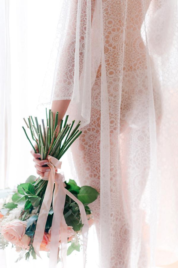 bridal-lace-robe-bouquet