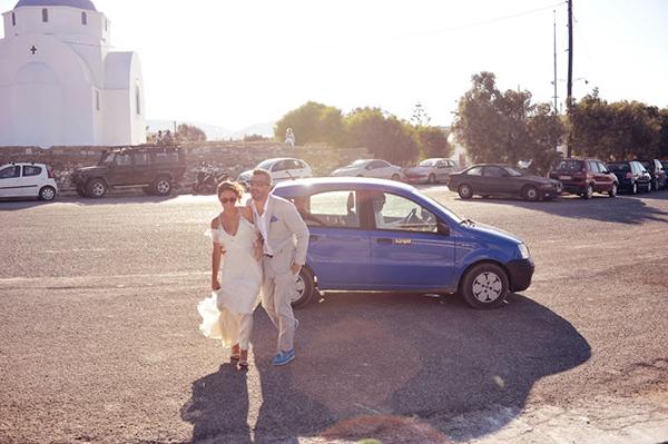 couple-boarding-ferry-boat-destination-wedding-1