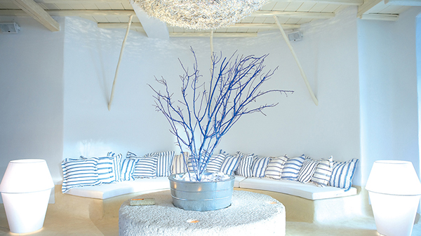 luxury-honeymoon-hotel-lounge-mykonos-island