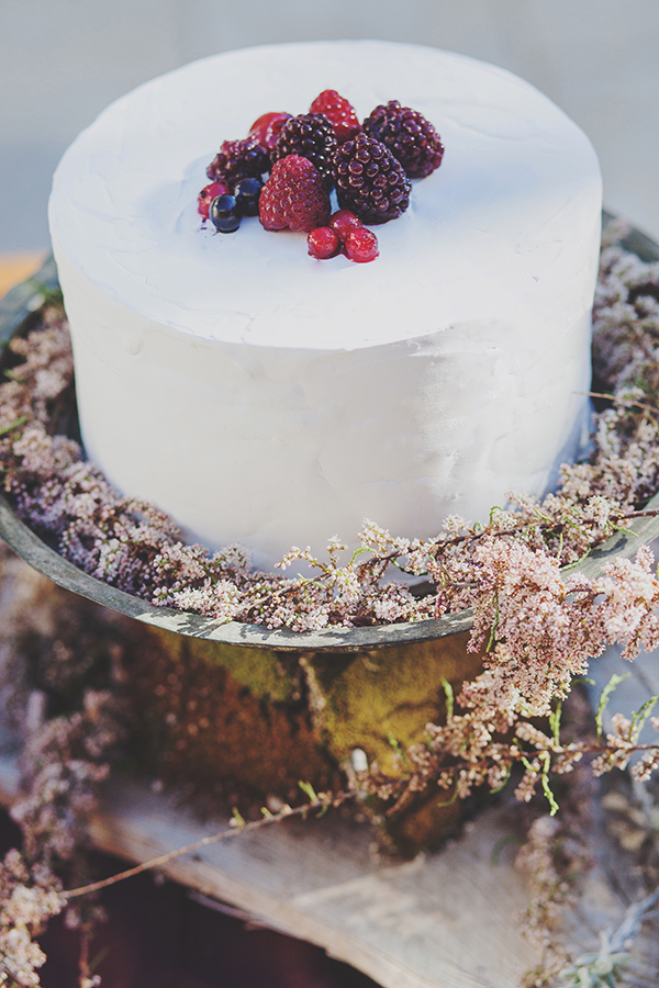 wedding-cake-with-berries