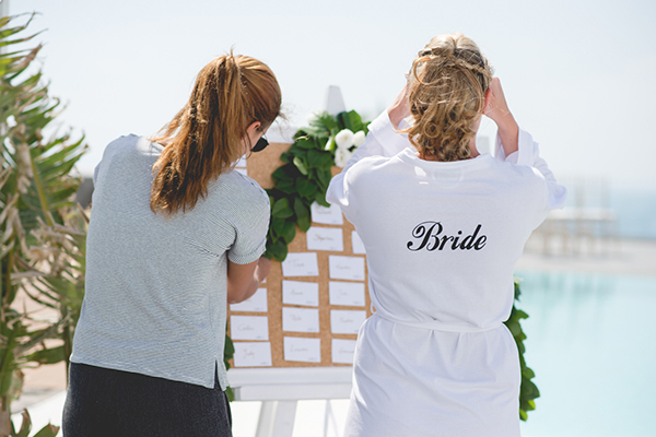 outdoor-elegant-wedding-in-santorini (2)