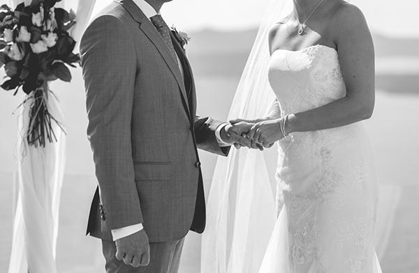 outdoor-elegant-wedding-in-santorini (4)