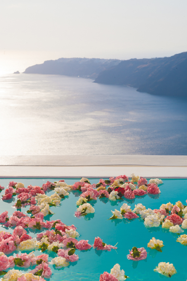 venue-decoration-wedding-in-santorini (1)