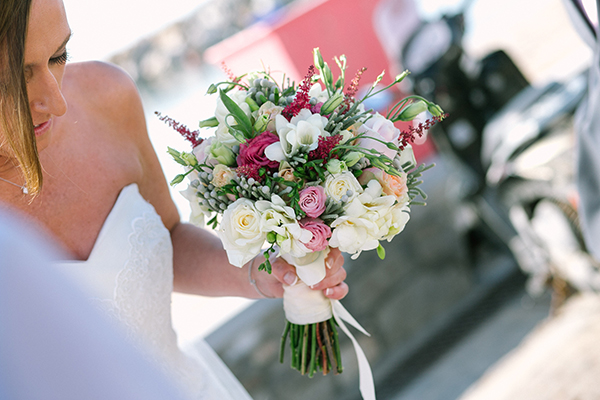 bridal-bouquet-with-ivory roses