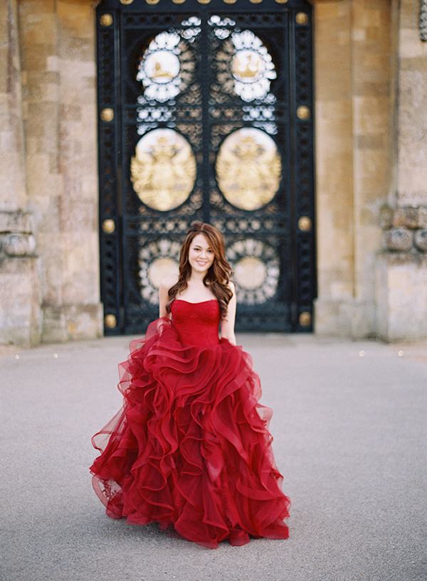 vera-wang-red-bridal-gown (3)
