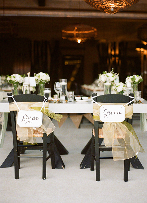 bride&groom-signs-chair-decoration