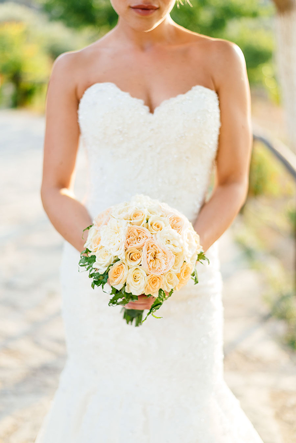 wedding-bouquet-with-roses