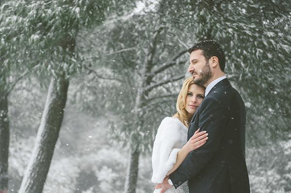 bridal-cape-snowy-wedding