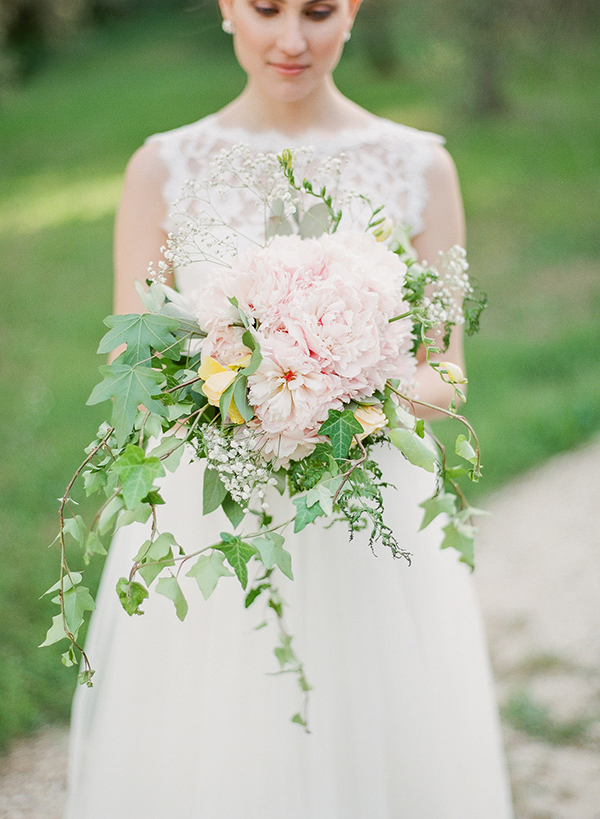 cascading-bridal-bouquet