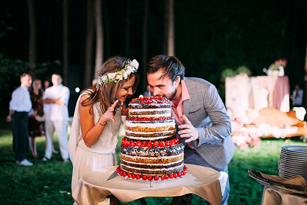 naked-cake-forest-wedding