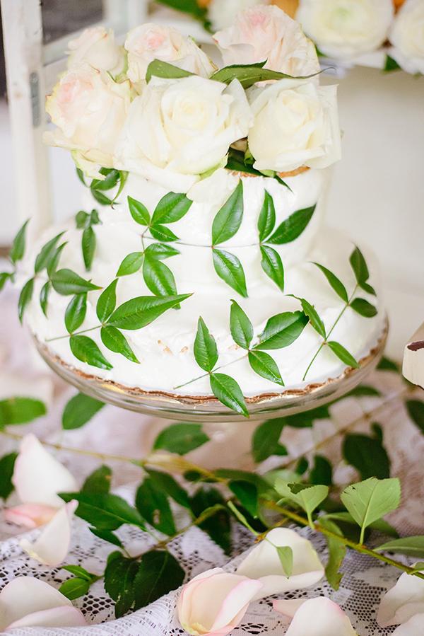 white-wedding-cake-floral