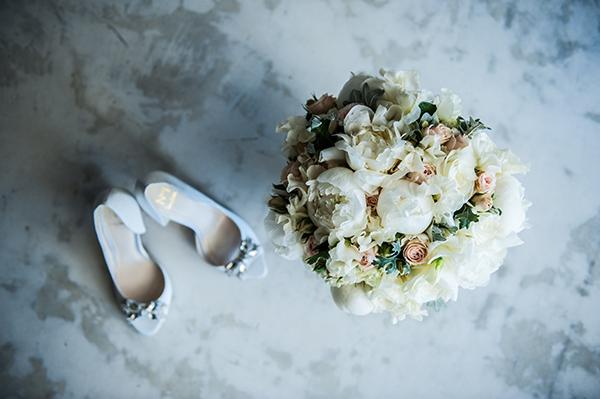 white-peonies-bridal-bouquet