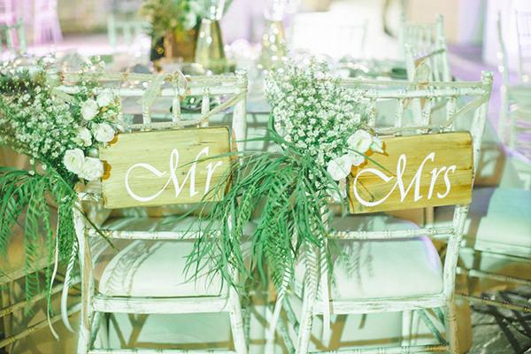 mr&mrs-wedding-sign
