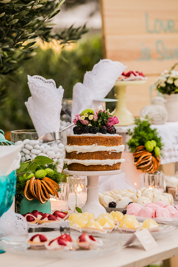naked-cake-wedding