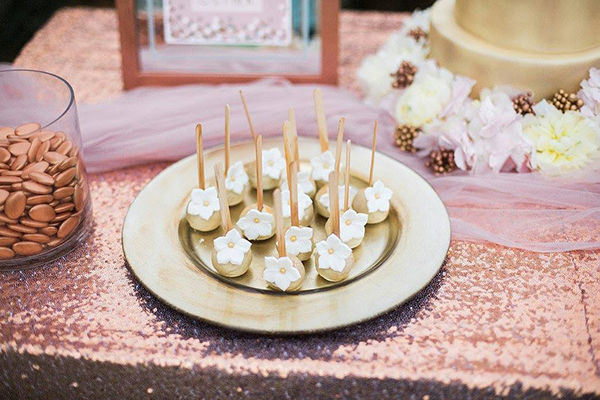 gold-wedding-cake-pops