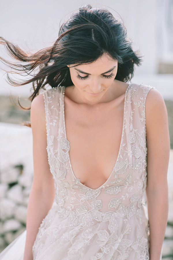 plunging-neckline-wedding-dress (2)