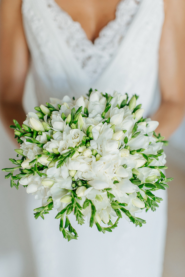 white-bridal-bouquet (1)