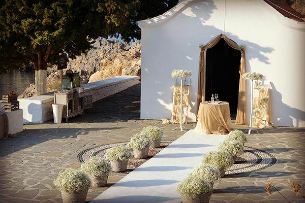 baby-breath-wedding-ceremony-decoration