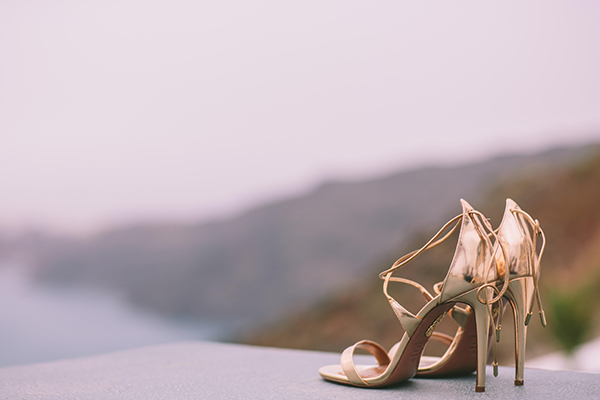 bridal-shoes-wedding-santorini