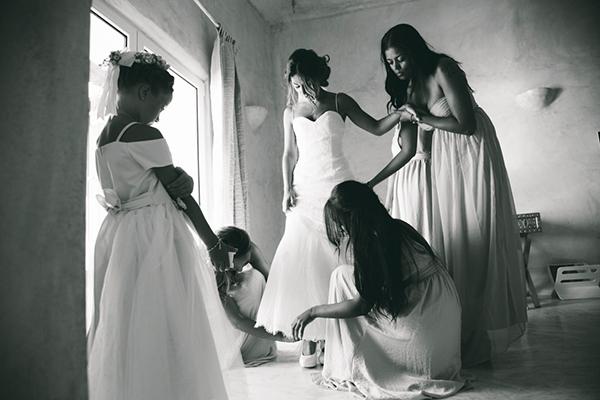 bride-preparations-santorini