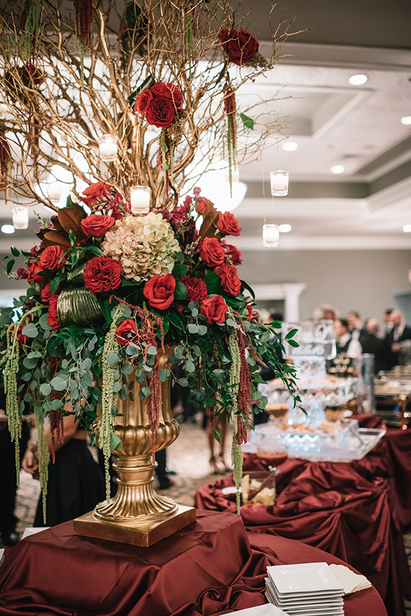 glamorous-wedding-gold-burgundy-colors-34