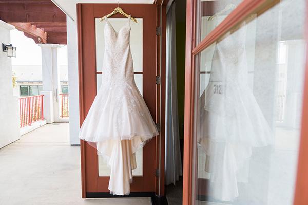 modern-gold-and-green-wedding-4