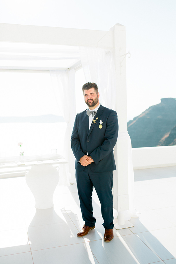romantic-elopement-in-santorini-13