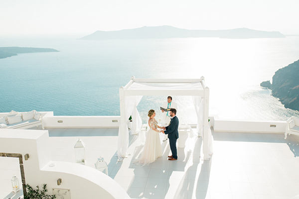 romantic-elopement-in-santorini-19