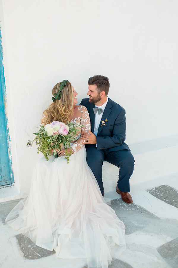 romantic-elopement-in-santorini-26