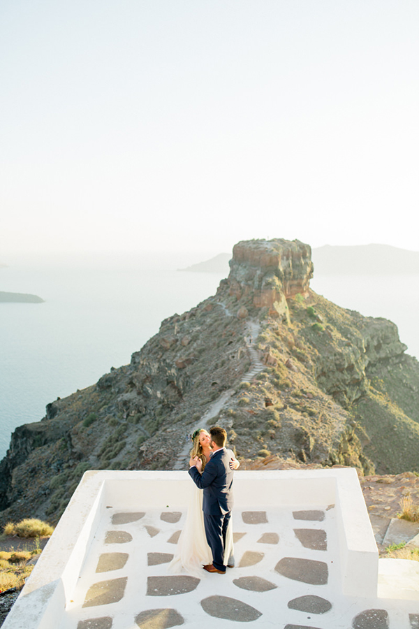 romantic-elopement-in-santorini-30