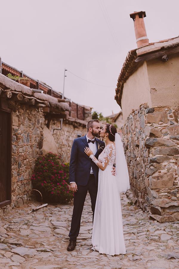 beautiful-rustic-wedding-in-cyprus-33
