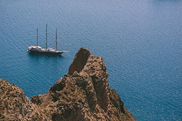 chic-destination-wedding-Santorini-20