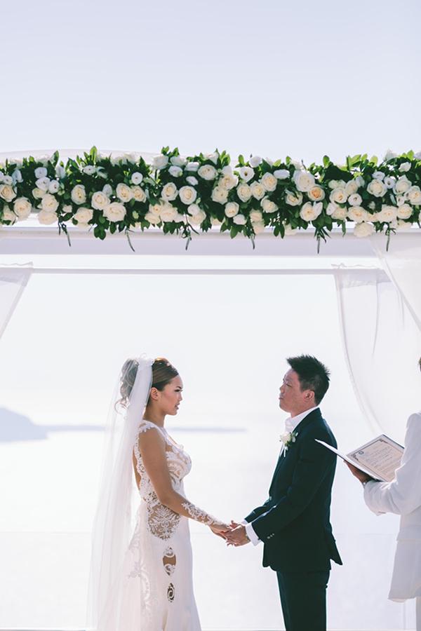 chic-destination-wedding-Santorini-26