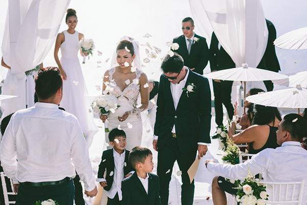 chic-destination-wedding-Santorini-29