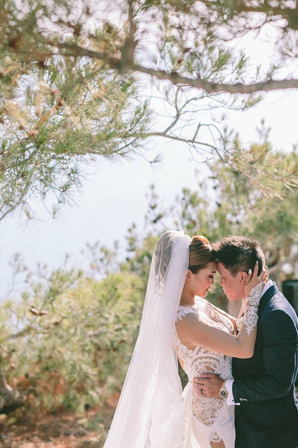 chic-destination-wedding-Santorini-34