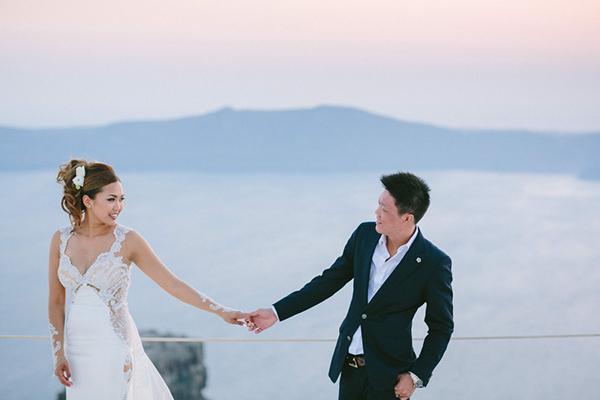 chic-destination-wedding-Santorini-36